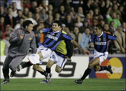 Valencia's David Navarro runs for his life
