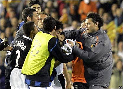 Valencia's David Navarro breaks Inter's Burdisso's nose