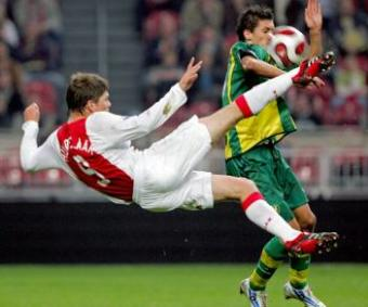 http://soccerlens.com/wp-content/uploads/2007/10/jan-klaas-huntel...