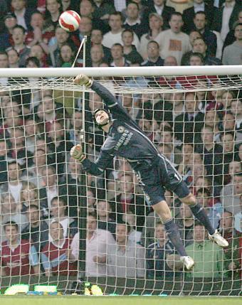 http://soccerlens.com/wp-content/uploads/2008/04/petr-cech-save.jpg