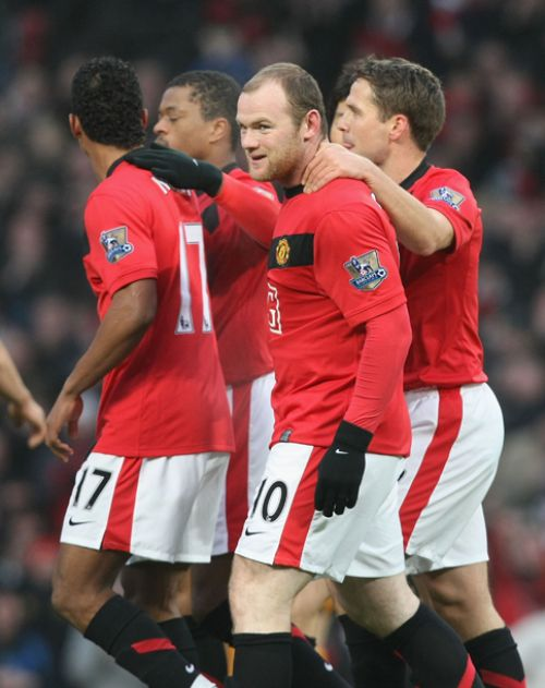 Rooney celebrates his opener with Nani, Evra and Owen