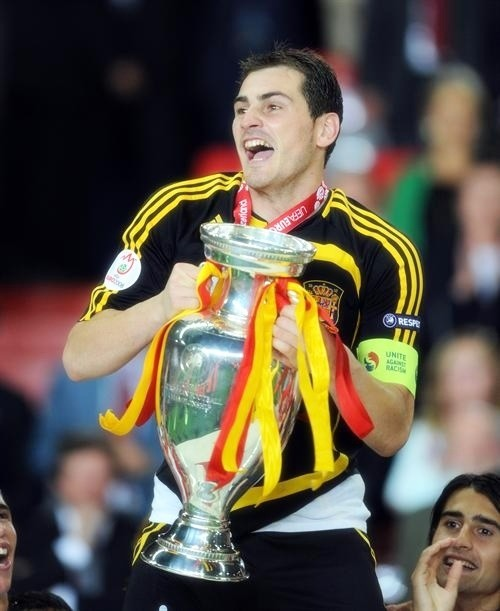 Iker Casillas with the UEFA European Cup in 2008