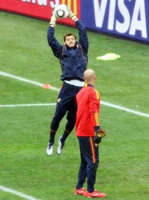 Iker Casillas and Pepe Reina training in Durban