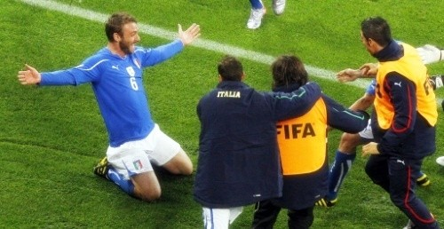 Daniele De Rossi celebrates with his teammates