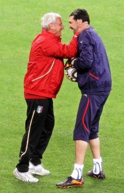 Gigi Buffon and Marcello Lippi during training