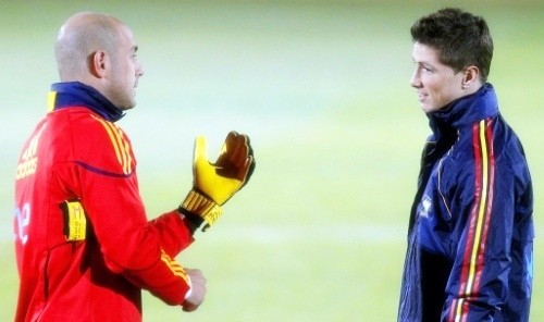 Fernando Torres with Pepe Reina in training
