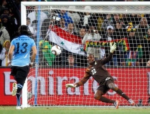 Sebastian 'el Loco' Abreu scored the winner from the spot against Ghana