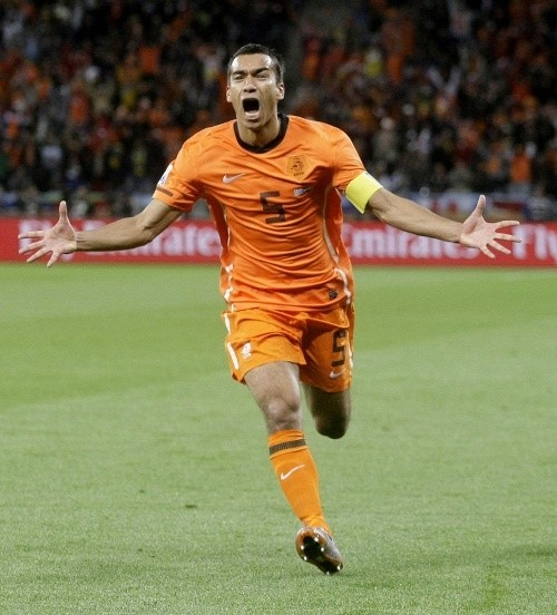 Giovanni van Bronckhorst scored one of the best goals of the entire tournament against Uruguay