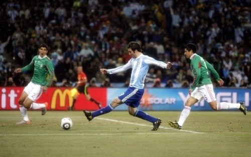 Gonzalo Higuain scoring the second goal for Argentina against Mexico