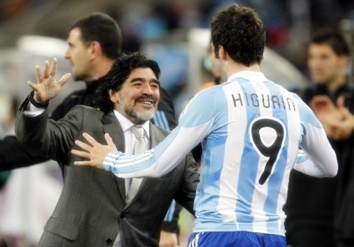 Gonzalo Higuain making his boss, Diego Maradona, very happy