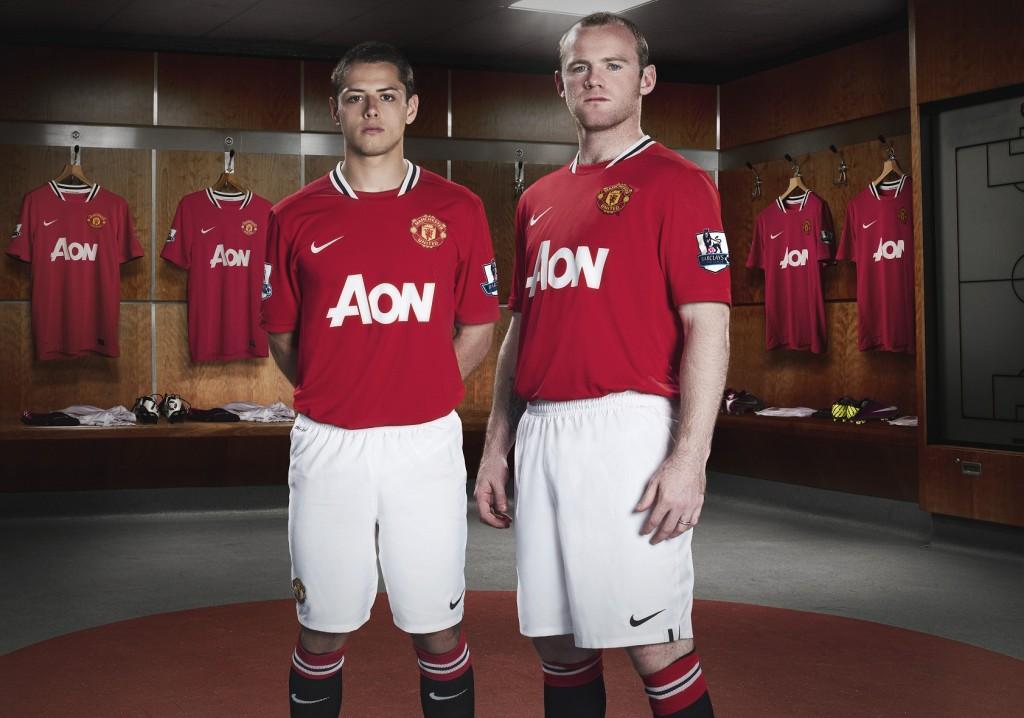 Javier Hernandez & Wayne Rooney in 2011/12 Man United Home Kit