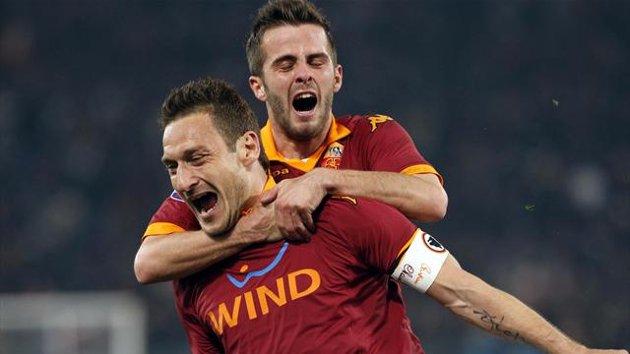 Francesco-Totti-Miralem-Pjanic-Roma