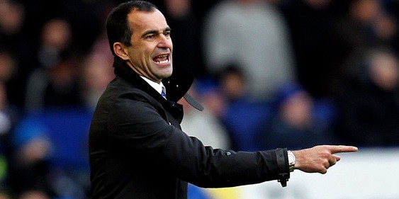 Everton manager Roberto Martinez issues instructions