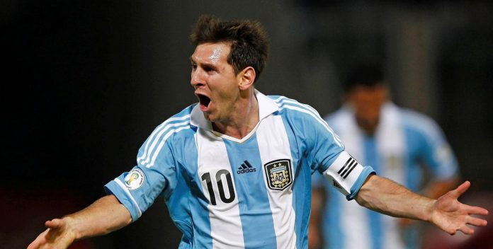 Argentina's Lionel Messi celebrates after scoring their third goal against Paraguay in a 2014 World Cup qualifying soccer match in Cordoba September 7, 2012.         REUTERS/Marcos Brindicci (ARGENTINA - Tags: SPORT SOCCER)