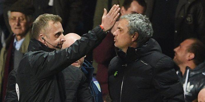 Aston-Villa-v-Chelsea-Jose-Mourinho-sent-off_3101988