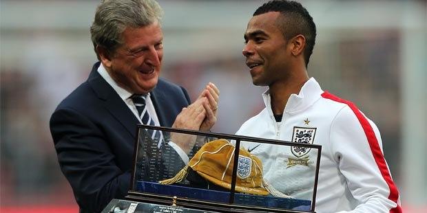 boss-Roy-Hodgson-and-Ashley-Cole-England
