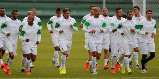 Algeria-players-train