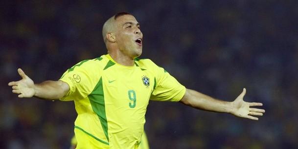 Brazil's forward Ronaldo celebrates afte