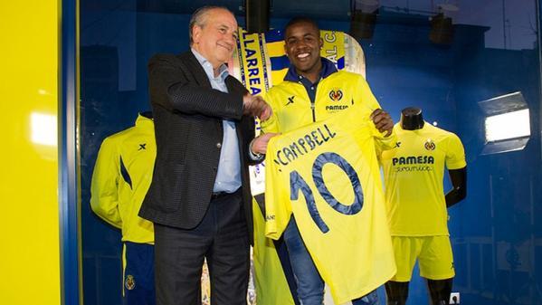 Joel Campbell holding Villarreal #10 shirt