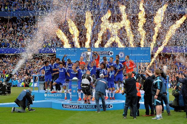 John-Terry-of-Chelsea-lifts-the-Premiership-trophy