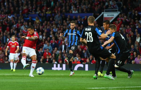 Depay scores two stunning goals in the Champions league for Manchester United