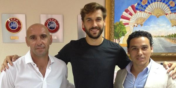Llorente with Sevilla sporting director Monchi (left)