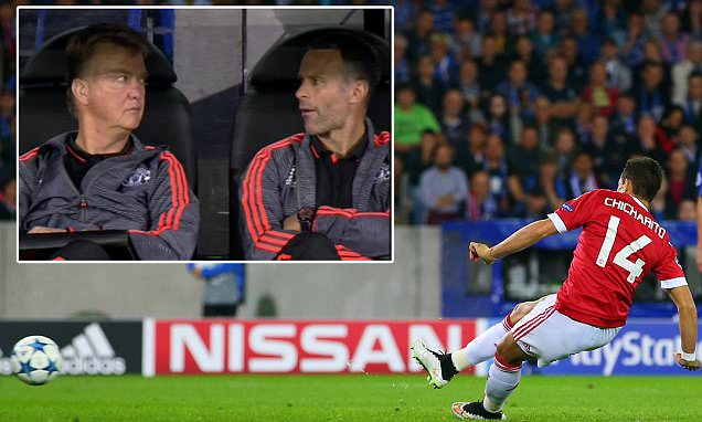 Van Gaal and Giggs stare at each other in disbelief as Hernandez misses a penalty