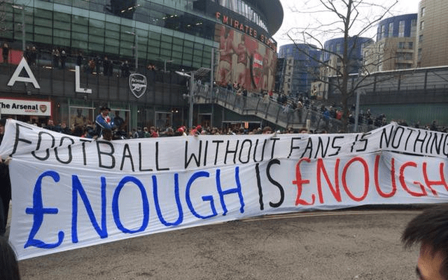 Arsenal-Liverpool-protest2