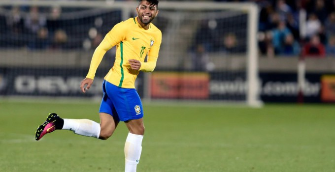 epa05336979 Gabriel Barbosa of Brazil smiles after scoring a goal against Panama during the second half of the friendly soccer match between Brazil and Panama at the Dick's Sporting Goods Park in Denver, Colorado, USA, 29 May 2016. Brazil will face Ecuador in the opening round of the Copa America Centenario on 04 June 2016. EPA/BOB PEARSON