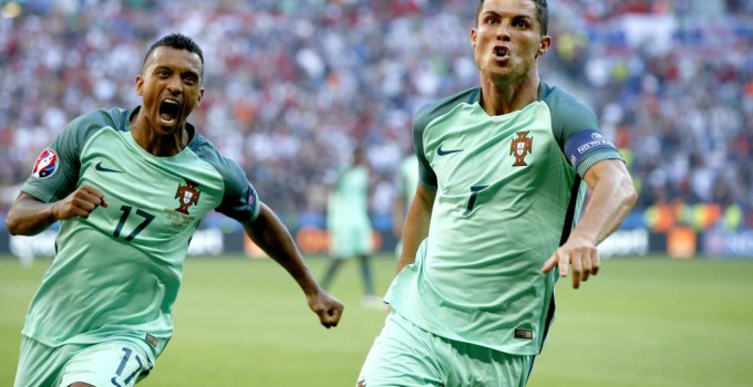 epa05384000 Cristiano Ronaldo of Portugal (R) celebrates scoring the 2-2 with Nani during the UEFA EURO 2016 group F preliminary round match between Hungary and Portugal at Stade de Lyon in Lyon, France, 22 June 2016.   (RESTRICTIONS APPLY: For editorial news reporting purposes only. Not used for commercial or marketing purposes without prior written approval of UEFA. Images must appear as still images and must not emulate match action video footage. Photographs published in online publications (whether via the Internet or otherwise) shall have an interval of at least 20 seconds between the posting.)  EPA/ROBERT GHEMENT   EDITORIAL USE ONLY