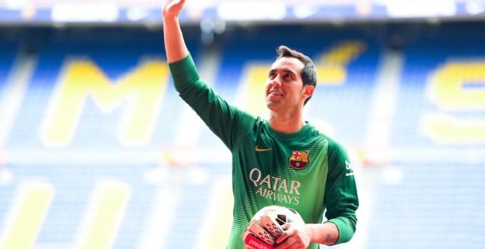 FC-Barcelona-Unveil-New-Signing-Claudio-Bravo