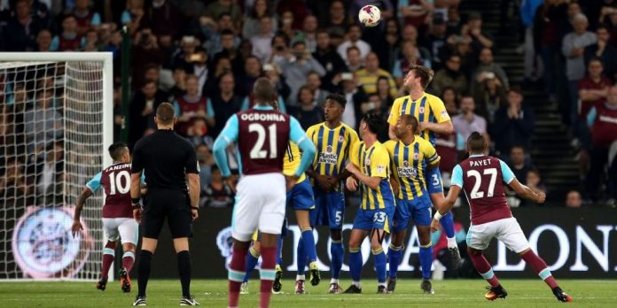 """West Ham United's Dimitri Payet scores his side's first goal of the game during the EFL Cup, Third Round match at London Stadium. PRESS ASSOCIATION Photo. Picture date: Wednesday September 21, 2016. See PA story SOCCER West Ham. Photo credit should read: Steve Paston/PA Wire. RESTRICTIONS: EDITORIAL USE ONLY No use with unauthorised audio, video, data, fixture lists, club/league logos or """"live"""" services. Online in-match use limited to 75 images, no video emulation. No use in betting, games or single club/league/player publications."""