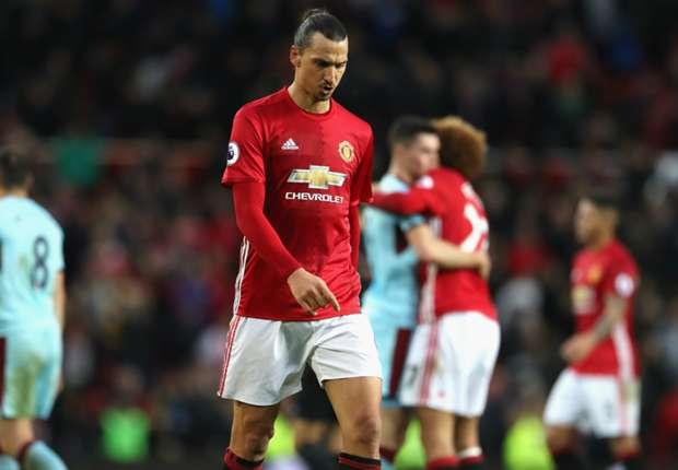 Zlatan Ibrahimovic walks off, dejected after Man Utd fail to beat Burnley at home.