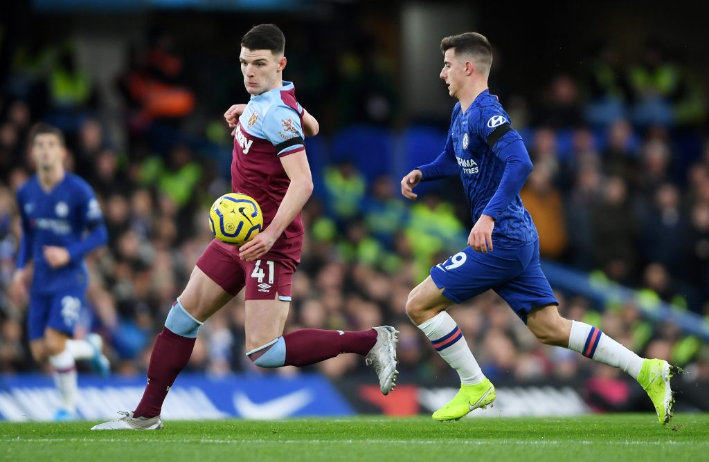 Chelsea star Mount defies self-isolation rules to play in public park