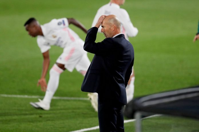 Zidane Looking on as Shakhtar defeat Madrid