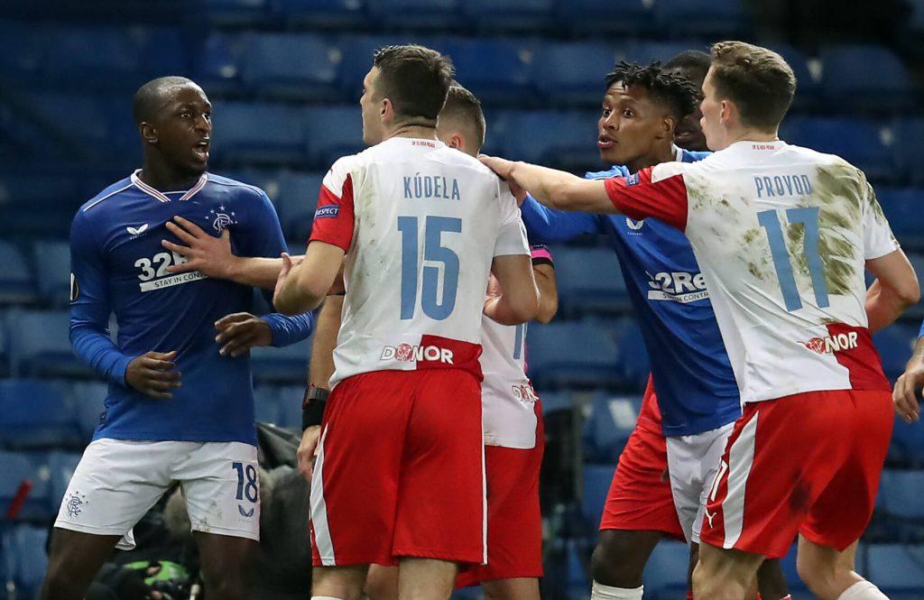 `` Assez, c'est assez '': la star des Rangers a raison - le football doit lutter contre le racisme maintenant - Europa League